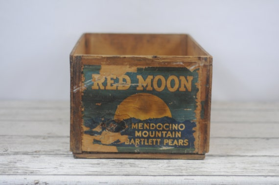 Vintage Red Moon Mendicino Mountain Bartlett Pears Earl Fruit Co CALIF  Wooden Box Crate