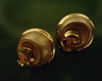 Vintage 1970s Golden Swirls Clip On Earrings
