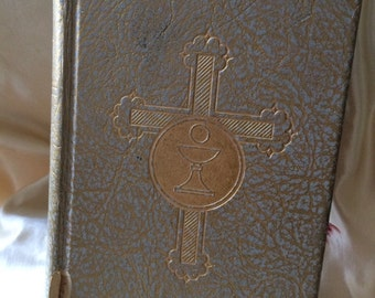 The Catholic Missal / Vintage Circa 1959 Catholic Sunday Missal / Sunday Missal Library of Catholic Daevotion / 1959 Catholic Missal