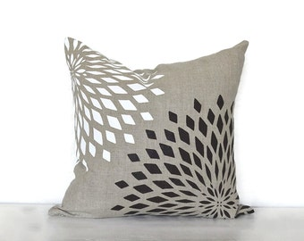 Graphic Zinnia Pillow Cover - Natural / Black