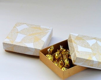 10 Gold Leaf Print on white n Kraft box ,Large Kraft Box, Wedding favor box, Packaging box, bridesmaid gift box , Chocolate packaging boxes