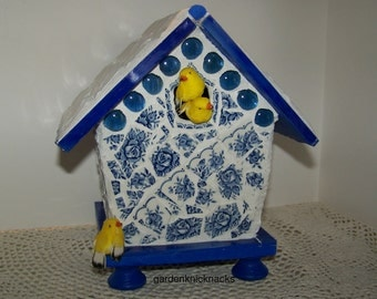 Birdhouse Mosaic 'Three Yellow Birds'