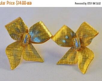 ON SALE Vintage Textured Bow Earrings - delightful