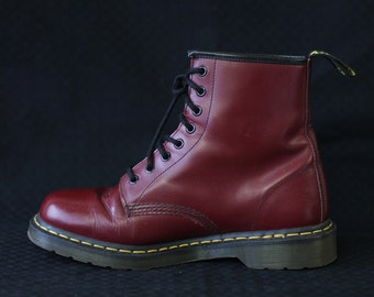 Dr. MARTENS Vintage red leather 8 eyelet lace up men combat boots
