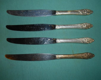 """Four (4), 9 1/4"""" Silver Plated, Hollow Handle Dinner Knives, from, Community / Oneida, in the Evening Star 1950 Pattern."""