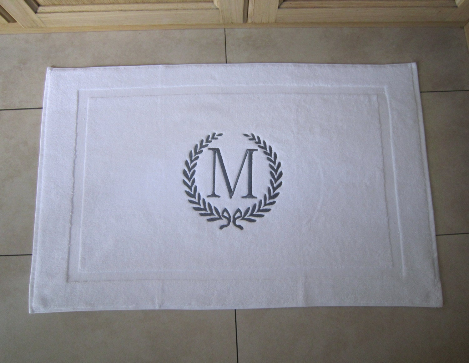 Laurel Whreath Bathmat Personalized Initials His And Hers Tub