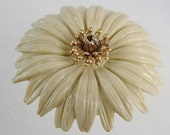 Vintage Purse Pocket Makeup Mirror Daisy Plastic and Metal Beige and Gold tone Glass 3 inches 60s flower power
