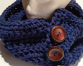 Mens crochet chunky cowl, button up