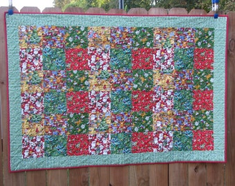 Quilted Table Runner - Table Topper - Wall Hanging - Santa's Coming to Town
