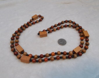 Stunning Vintage Necklace-Wooden Beaded-N1710