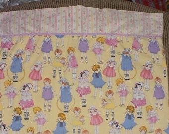 Pillow case, Girls Pillow Case, Twin Pillow case, Twin Size Little Girl Pillow Case, Vintage Bedding, Girls Room Decor,/:) S /IO