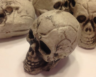 3 small plastic skull Heads, 40 mm (R3)