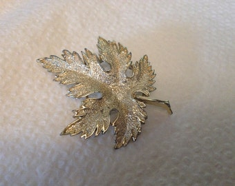 Vintage Goldtone Leaf Design Pin/Brooch