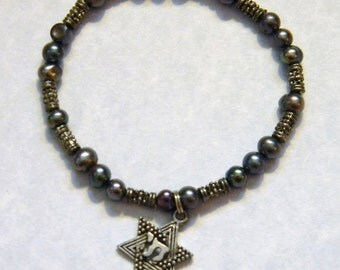 Gray Pearl and Bali Silver Stretch Bracelet with Jewish Star Hai Charm
