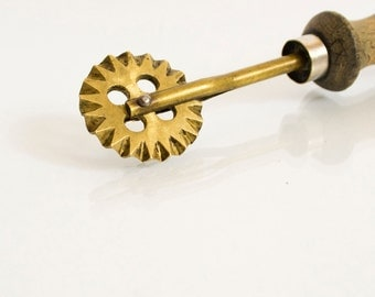 Vintage Pastry Cutter, Pastry Cutting Wheel, Mid Century Cooking Tool, Pasta Cutting Wheel