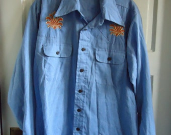Vintage 70s EMBROIDERED DENIM Chambray Shirt sz M/L