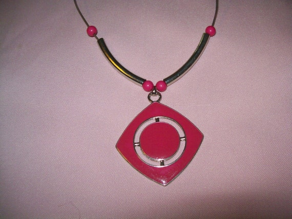 vintage pink pendant necklace