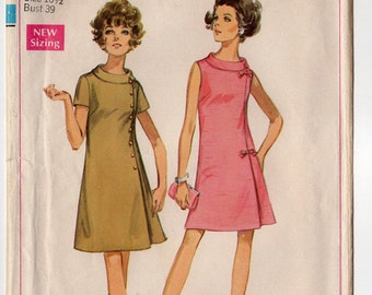 """60s Easy Jiffy Dart Fitted Dress with Button Design Vintage Sewing Pattern - Simplicity 8159 - Roll Collar Size 16 1/2 Bust 39"""" CUT"""