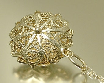 Vintage/ estate 1960s / 1970s sterling silver, flower filigree pendant and chain