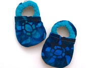 turtle baby booties, batik baby shoes, sea turtle baby, batik baby clothes, soft sole shoes gift for baby shower gift gender neutral booties
