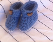 """EU/UK SELLER Hand crocheted baby boy/girl boots in denim blue and grey with toggles. Bootees, Socks. Fits approx 3 months (4"""" sole)."""