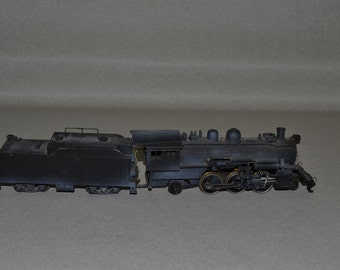 HO  Train 2-6-2 Locomotive & tender Train Weathered Working Headlight