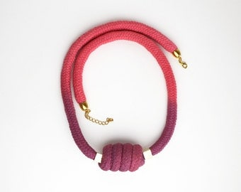 Cocoon - Necklace in pink and purple with beads
