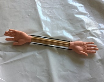 Helping hands double pointed needle holder