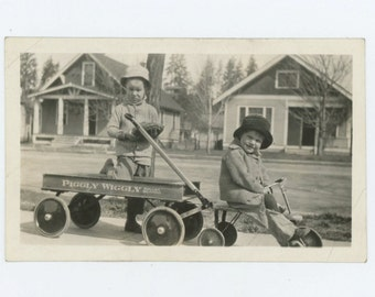 Two Kids & Piggly Wiggly Wagon, 1920s-30s Vintage Snapshot Photo (66471)