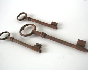 Set of 3 Vintage Skeleton Keys (C107)