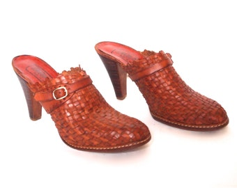 size 7 vintage woven leather buckled MULES