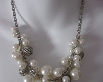 Acrylic and metal beads necklace / Necklace with acrylic and metal balls