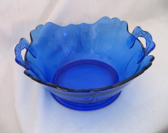 "L.E. Smith Mt. Pleasant, Cobalt Blue ""Double Shield"" 8"" Scalloped Square Bowl, 2 - Handle 1920s-1934"