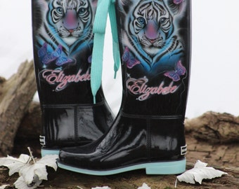 Exclusive painted boots by Laila Uiska