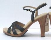 size 6 / 1970s black vinyl and wood platform sandals