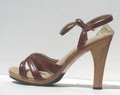 size 6 / 1970s maroon vinyl and wood platform sandals
