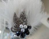Vintage Stlye Feather and Brooch Hair accesory