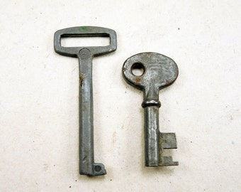 Old Small Keys - Set of 2 - Steampunk Supplies - k38