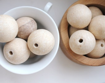 35 mm Wooden round beads 25 pcs - natural eco friendly r35mm