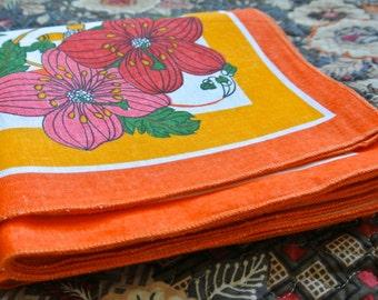 Vintage retro orange floral large oval tablecloth with 12 napkins:  Linen - Unused
