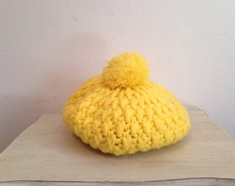 NAME YOUR PRICE - 70s yellow crochet beret, slouch hat with pompom - vintage -