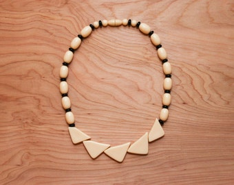 Retro Black & White Beaded Necklace