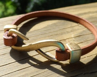 Women's Sweet Little Saddle Leather Bracelet with Infinity Hook