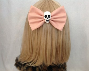 Large Peach skull hair bow clip rockabilly psychobilly gothic dusty light pink pastel Lolita rock punk pin up girl retro oversized halloween