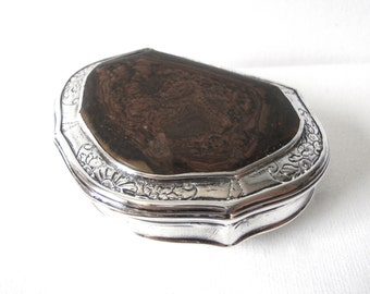 George II Silver Snuff Box In Cartouche Shape With Stone Lid Robert Collier London
