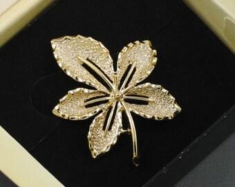 1968 - SARAH COVENTRY 'Ivy' Goldtone Brooch with Original Box.  Vintage Leaf Pin.  Designer Signed Pin.  Vintage SarahCov Jewelry. No 6782