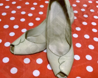 Vintage 60s off white leather open toe woman shoes