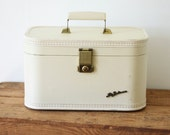 Vintage Lady Baltimore Cream Ivory Train Case/ Small Vintage Hard Side Travel Case with Mirror/ Home Decor Storage