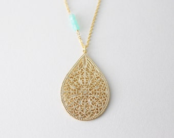 Drop necklace in gold // Long necklace