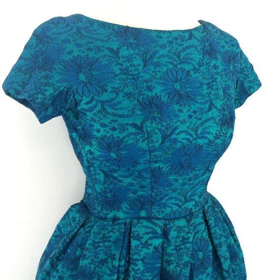 1950s dress blue brocade full skirt party dress 50s New Look 6 8 turquoise green dress daisy flowers pin up rockabilly